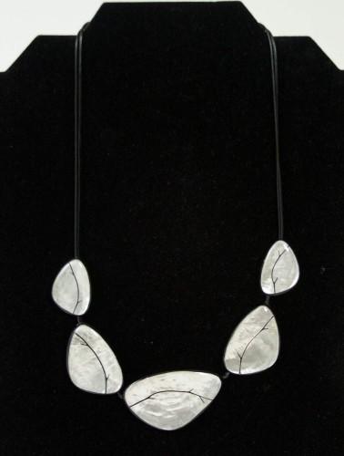 whtleaf-necklace