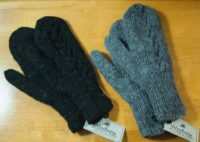 Windhorse - Solid Cable Mittens (2 Colors)